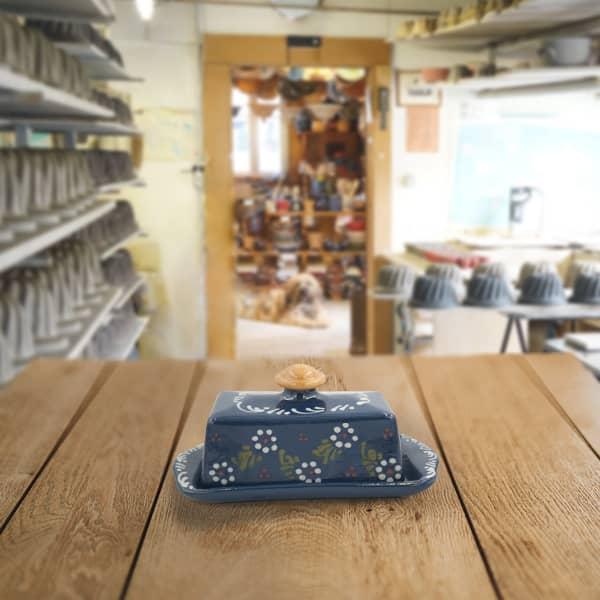 beurrier en terre cuite poterie friedmann, fabrication à partir de la terre naturelle de Soufflenheim, Alsace