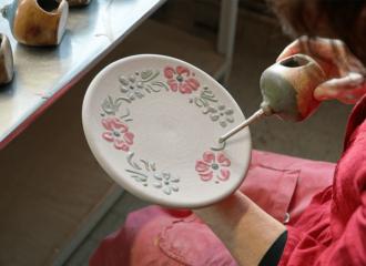 etape décoration savoir-faire artisanal fait main Soufflenheim