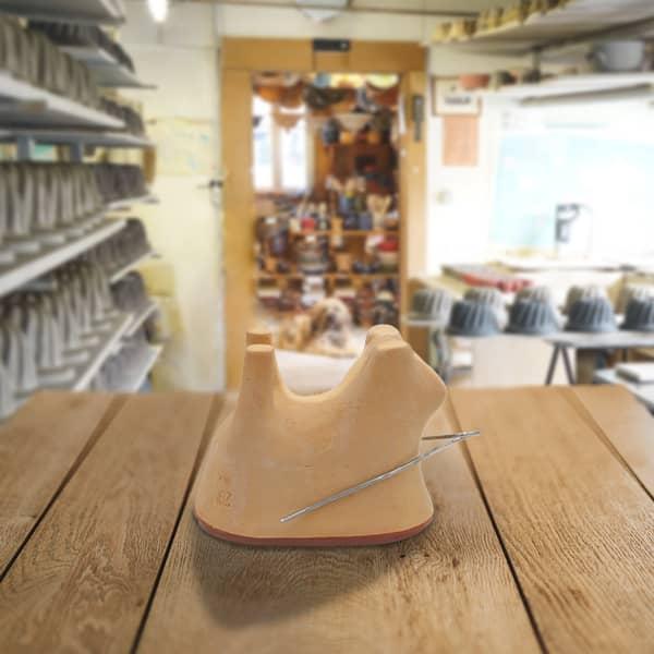 moule forme mouton en terre cuite, moule à lammele, lammela, agneau pascal poterie friedmann, savoir faire artisanal et alsacien