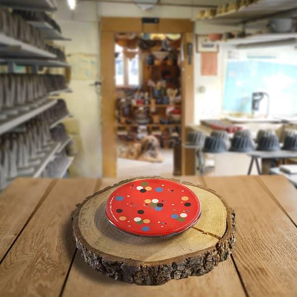 assiette en terre cuite poterie friedmann, fabriquée à partir de la terre naturelle de soufflenheim, Alsace