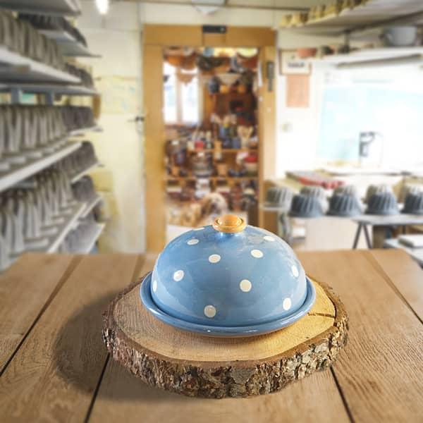 cloche à fromage en terre cuite poterie friedmann, fabrication artisanale et familiale