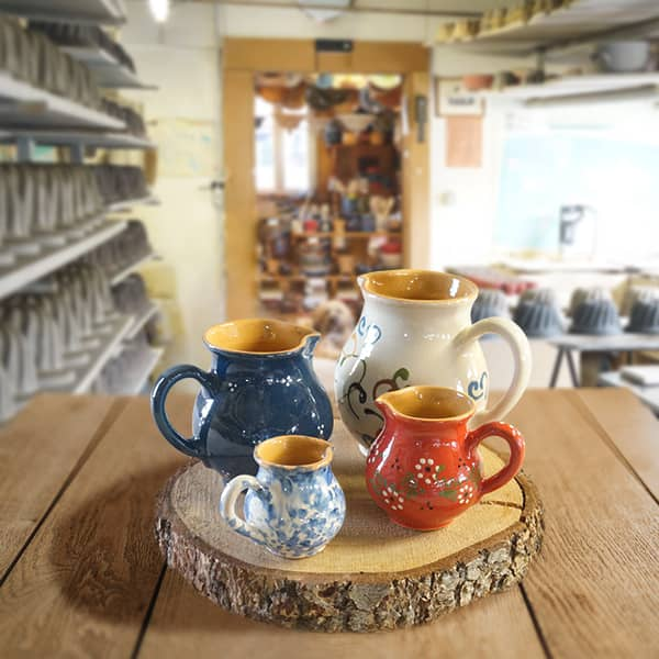 lot cruches bombées en terre cuite poterie friedmann, fabriquées à partir de la terre naturelle de soufflenheim, Alsace