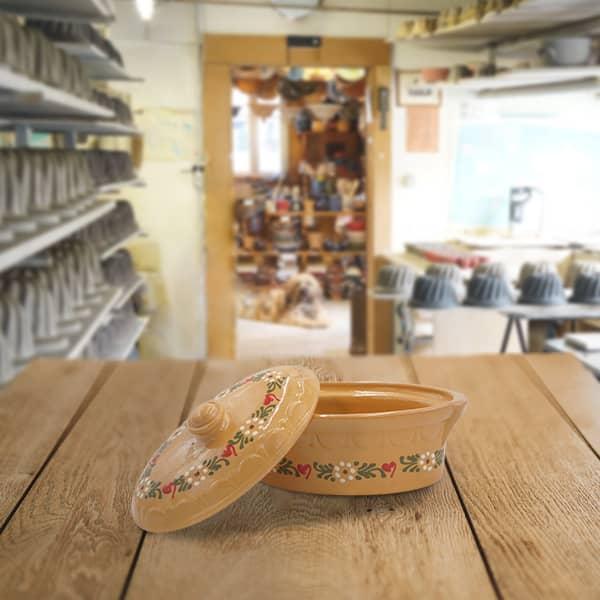 terrine ovale en terre cuite, terrine à baeckeoffe poterie friedmann, savoir faire familial