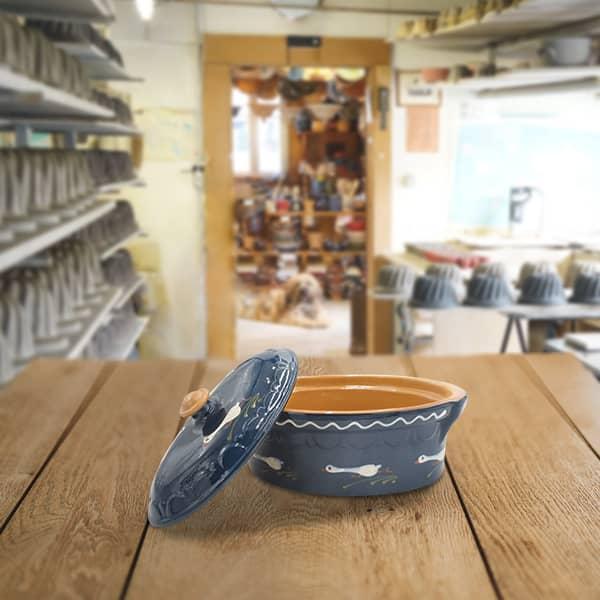 terrine ovale en terre cuite, terrine à baeckeoffe poterie friedmann, savoir faire familial et artisanal