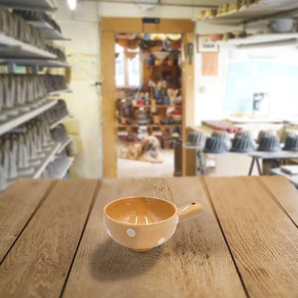 entonnoir à confiture en terre cuite poterie friedmann, savoir faire artisanal