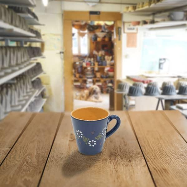 grande tasse droite en terre cuite poterie friedmann, savoir faire familial et alsacien