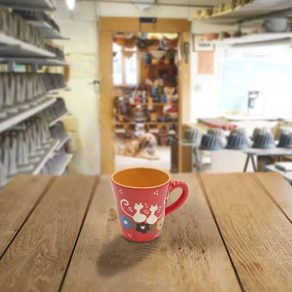grande tasse droite en terre cuite poterie friedmann, fabrication artisanale à partir de la terre naturelle de soufflenheim, Alsace