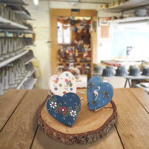lot plaquettes cœur en terre cuite décorées poterie friedmann, terre naturelle de Soufflenheim, Alsace
