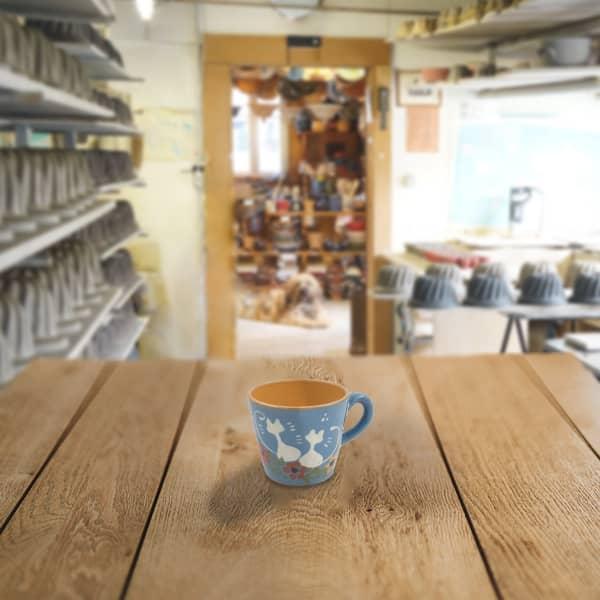 petite tasse droite en terre cuite poterie friedmann, famille de potiers à Soufflenheim depuis 1802, savoir faire artisanal