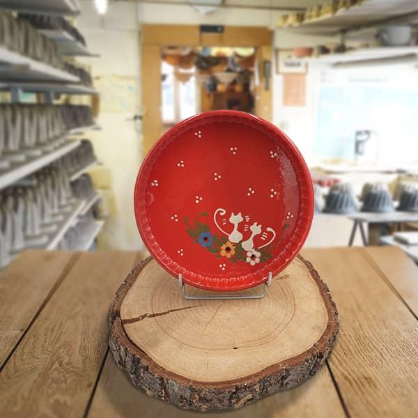 plat moule à tarte en terre cuite décoré poterie friedmann, savoir faire artisanal en Alsace